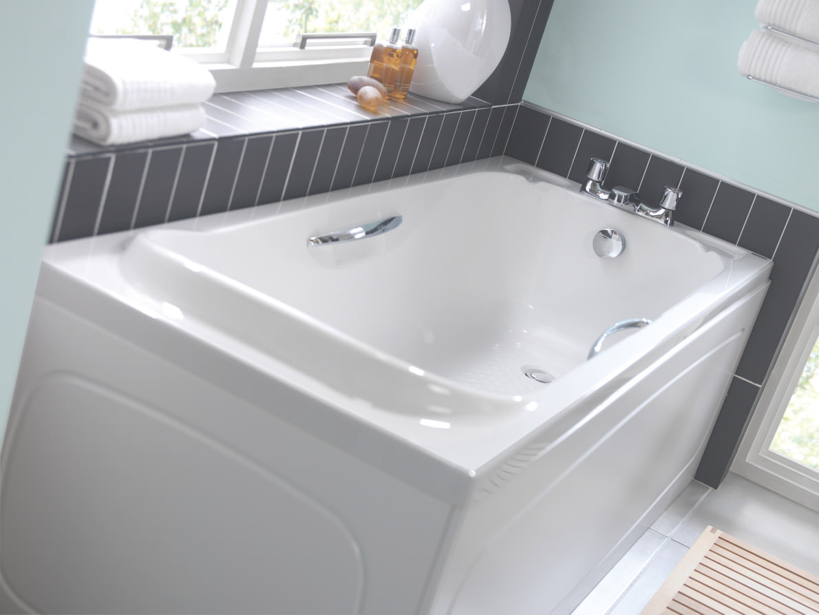 Twyford Signature Single Ended Acrylic Bath With Grips 1700 x 700