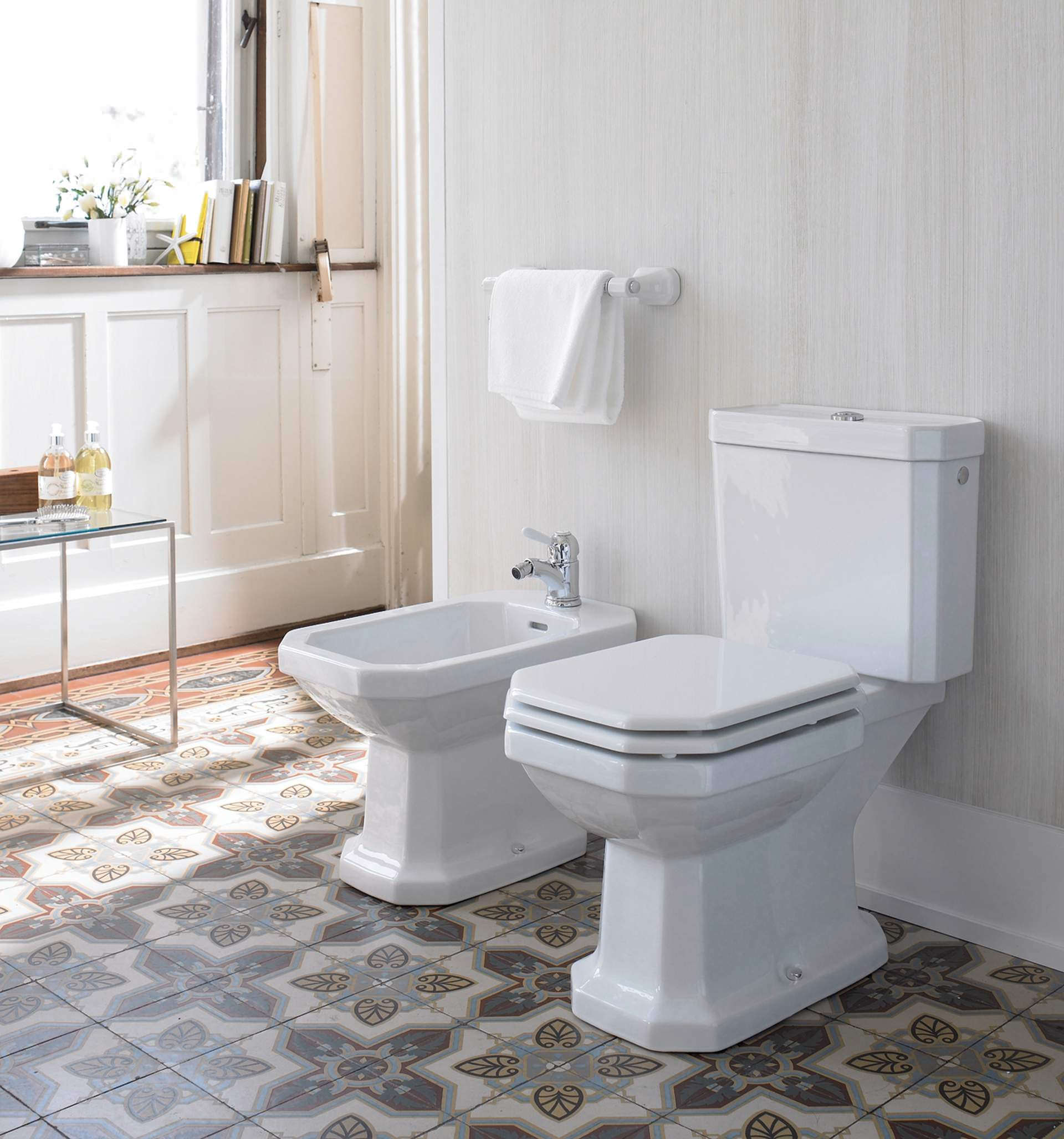 duravit 1930 series close coupled wc pan with cistern and. Black Bedroom Furniture Sets. Home Design Ideas