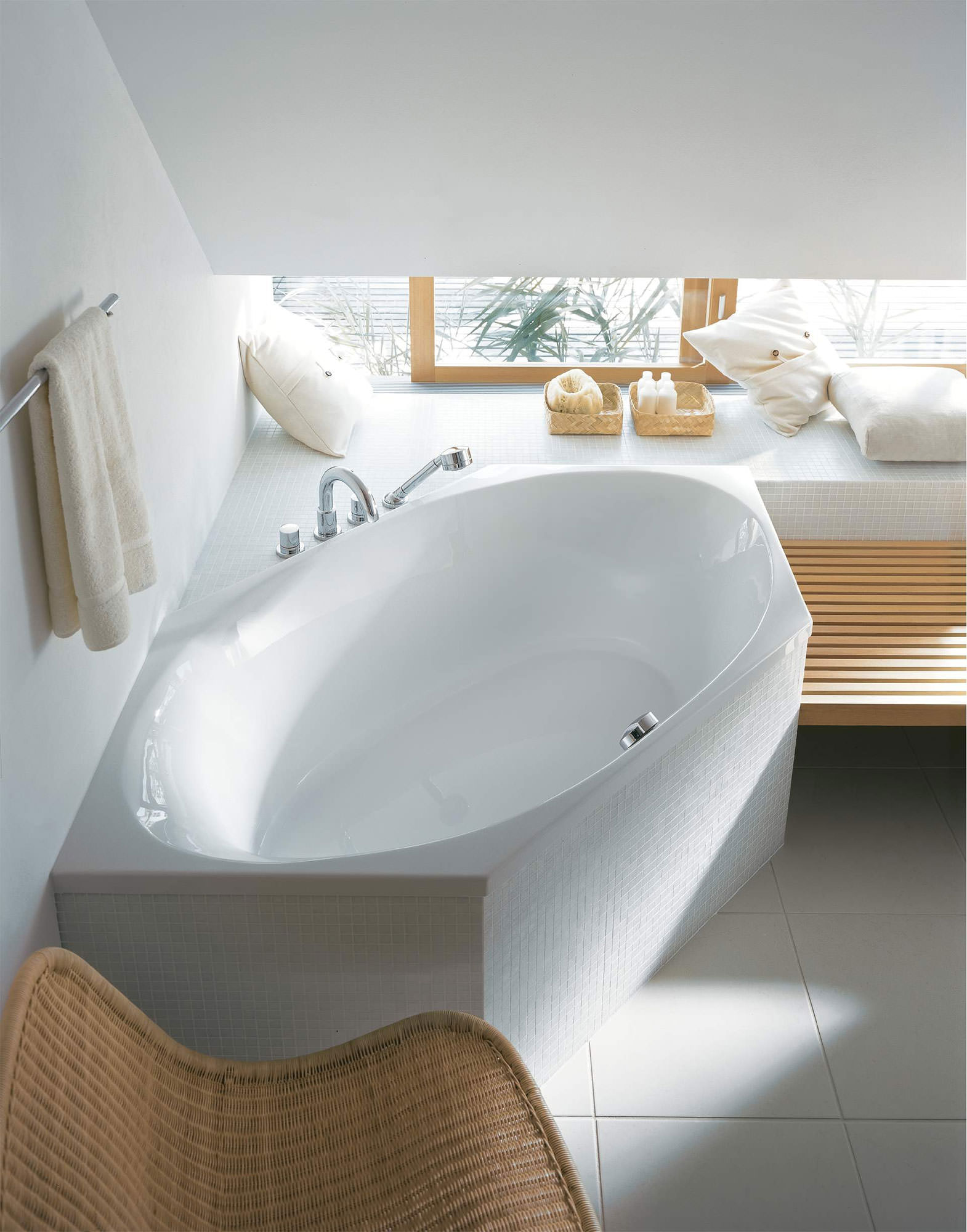 Duravit 2x3 Hexagonal 1900 x 900mm Bathtub With Frame